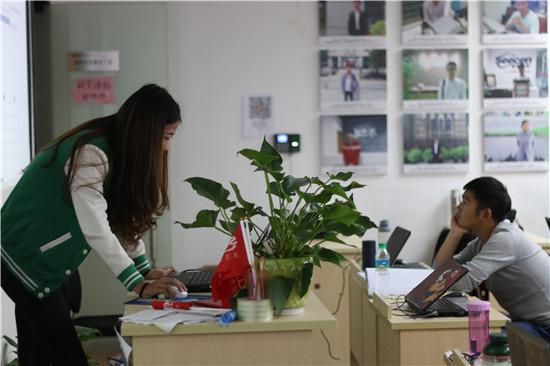 """9月30日,思诚卓越实训事业部组织江西农业大学、江西科技学院""""Java软件开发""""联合订单班全体学员,针对第二阶段实训项目""""E-learning在线实训云平台""""举行项目评审。"""