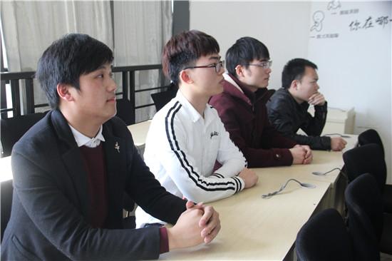 项目评审过程中,思诚•江科第三届订单班学员们正襟危坐